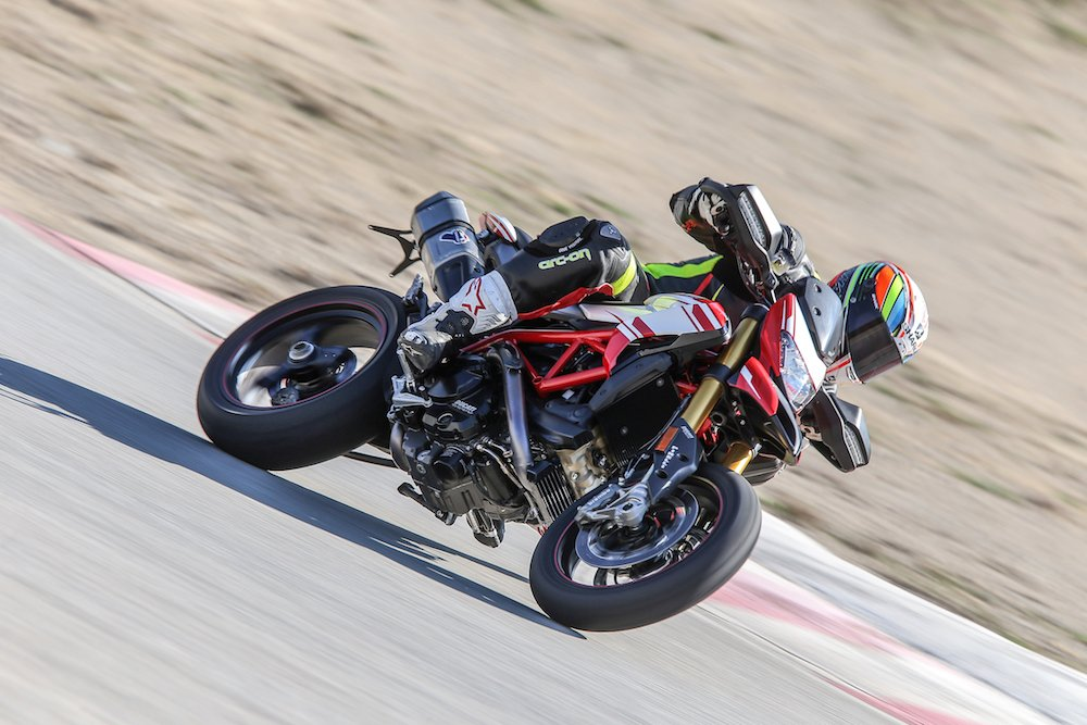 ducati hypermotard 939 review -