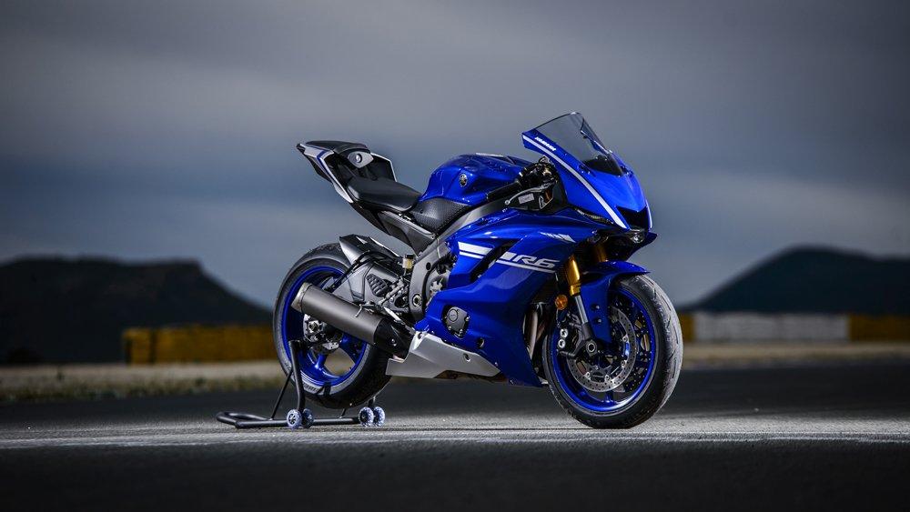 Yamaha R Features